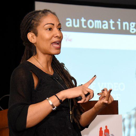 Racisme is ingebed in nieuwe technologieën, zegt socioloog Ruha Benjamin