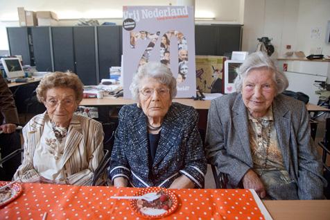 vlnr Lenie Stegeman, Ada van Randwijk en Hetty Wellensiek