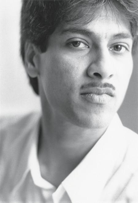 Anil Ramdas met vlassig snorretje in 1992. Fotocredit: Willem Diepraam