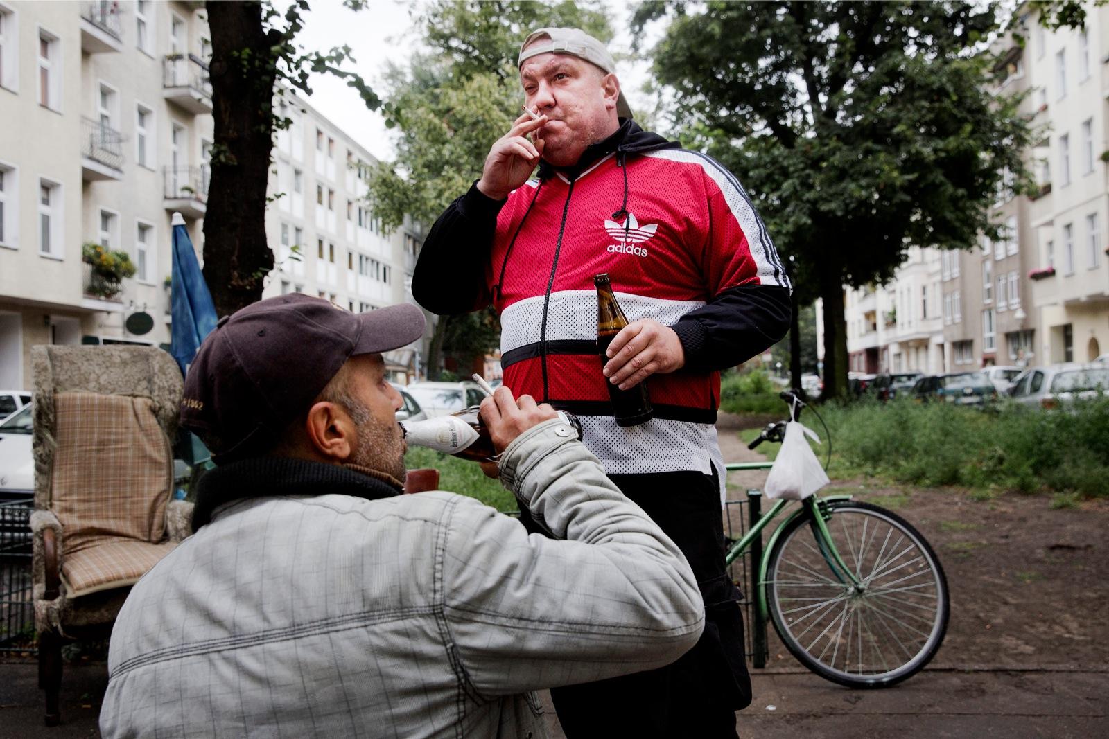 Vrijwilligers van Menschen helfen Menschen na gedane arbeid. (foto: Daniel Rosenthal)