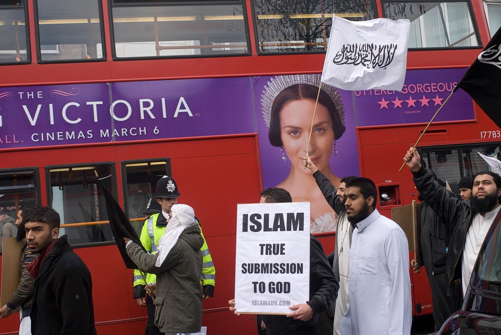 Moslims demonstreren in Oost-Londen voor de invoering van de sharia in Engeland. Foto: Jenny Matthews/Panos/HH