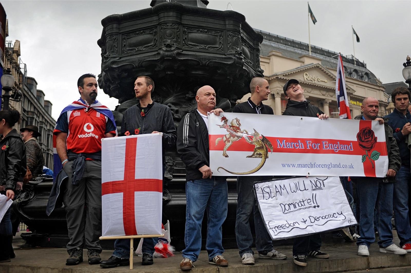Leden van extreemrechtse English Defence League protesteren tegen een geplande pro-sharia mars. Foto: Andrew/Testa/Panos/HH