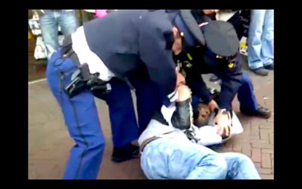 Arrestatie van Quinsy Gario in 2012.