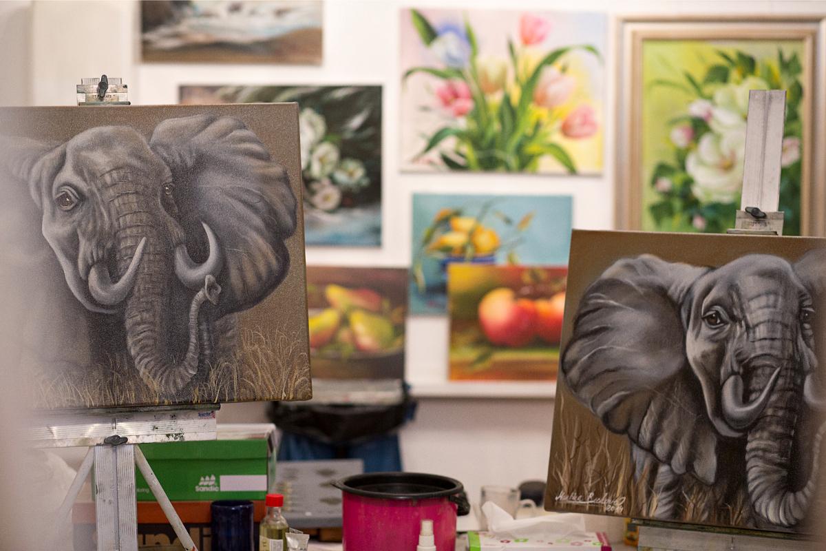 De schilderkunst van Bob Ross is lucratieve handel