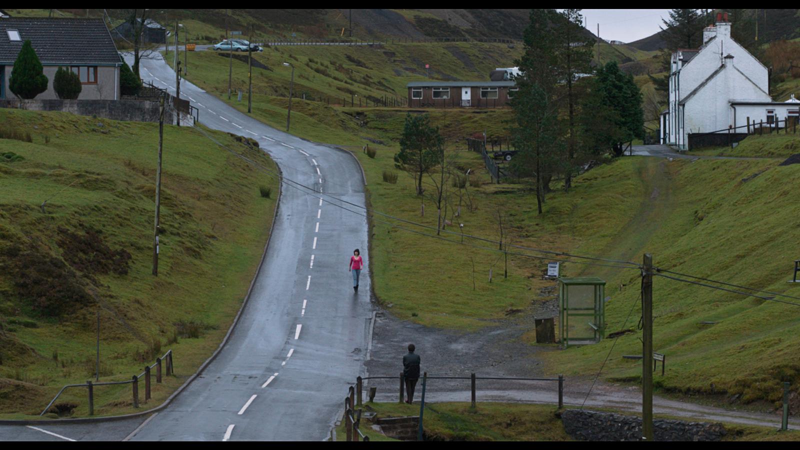 Still uit Under the Skin. Scarlett Johansson en het Schotse landschap spelen de hoofdrol in de verfilming van Fabers Boek