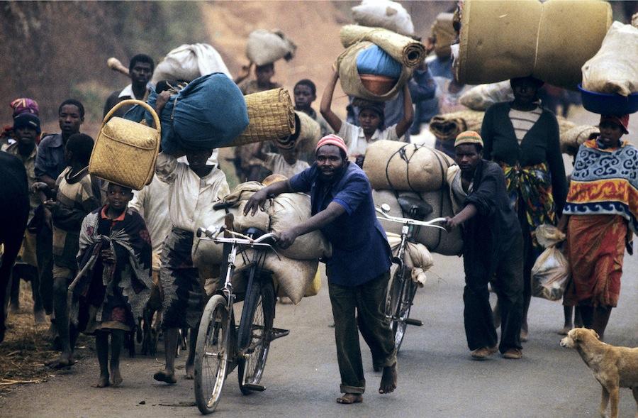 Tutsi's op de vlucht. Angst voor de genocide in Rwanda, 1994. Foto: Jose Nicolas/Corbis/HH