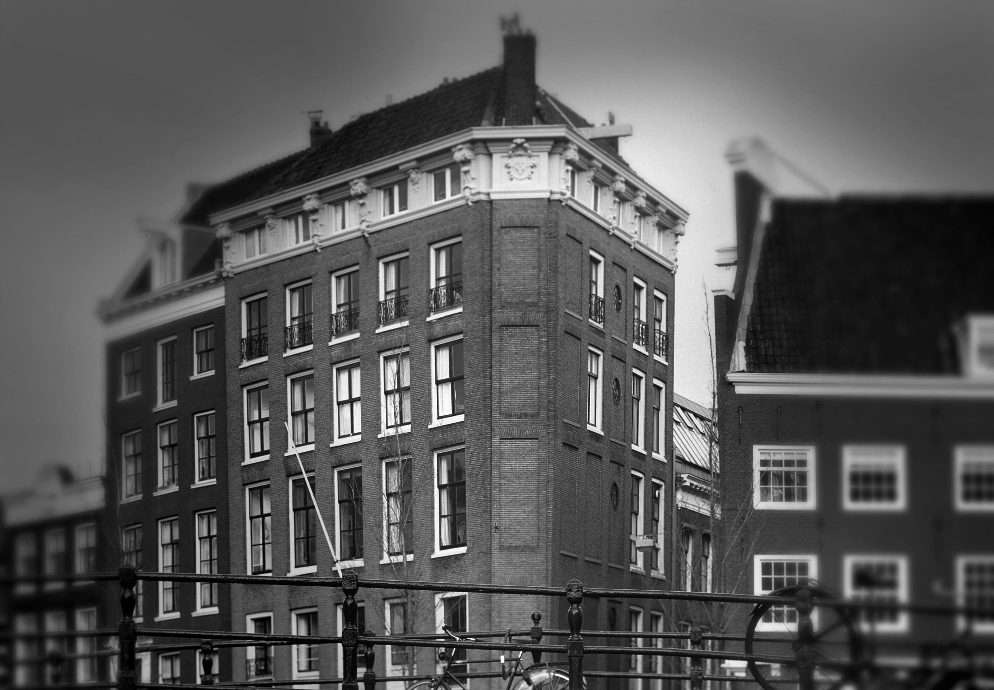 Waarom Vrij Nederland de bezwaren van de Castrum Peregrini-directie verwerpt
