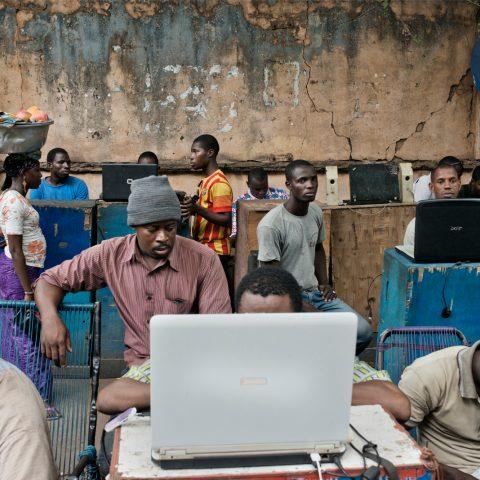 In armere landen zijn mensen niet alleen online om hun leven te verbeteren, ook zij willen porno kijken