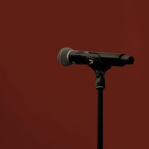 Macht op vrijdag: Niet alleen schreeuwen, ook zwijgen belemmert het vrije debat