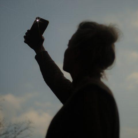 Een kijkje achter de schermen bij een influencer: wat deel je als je leven instort?