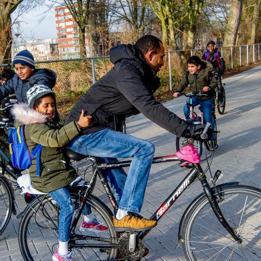 Waarom vluchtelingenopvang beter op lokaal niveau geregeld kan worden: 'Steden kunnen de Europese asiel-impasse doorbreken'