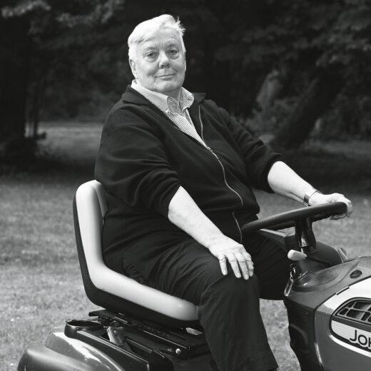 De gewoontes van dichter Elly de Waard: 'De zitmaaier is mijn vriend!'