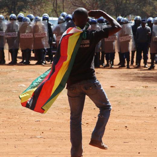 Waarom het vertrek van Robert Mugabe nu misschien écht aanstaande is