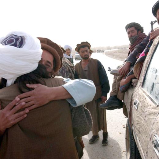 Hoe de Amerikanen in 2001 de vredesdeal met de taliban onder het vloerkleed veegden