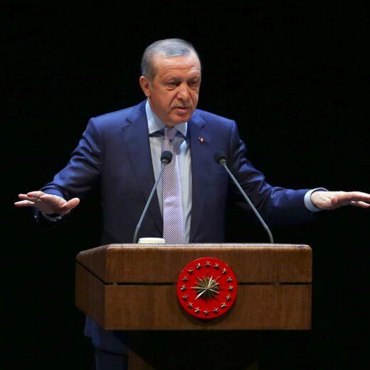 De Turkse overheid trekt ten strijde tegen de F en de G