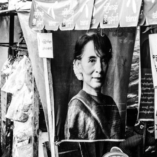 Wat de duikvlucht van Aung San Suu Kyi ons vertelt over de journalistiek