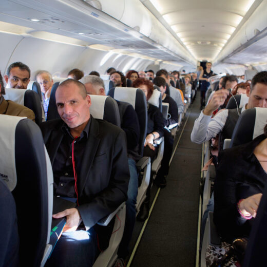 Op zoek naar Varoufakis: 'Zeg Yanis dat-ie niet moet buigen'