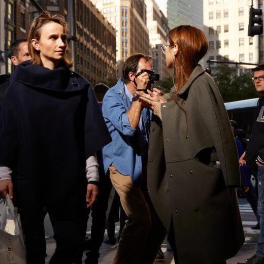 Deze straatfotograaf zag hoe de smartphone ons naar binnen deed keren