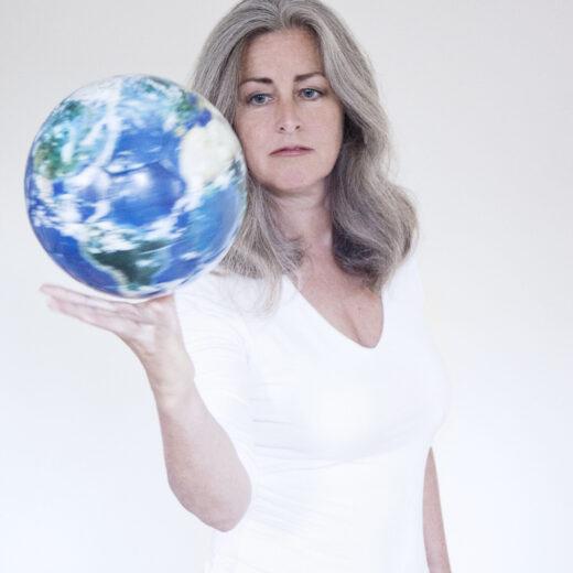 Polly Higgins, advocaat van de aarde: 'Milieuschade moet strafbaar worden'