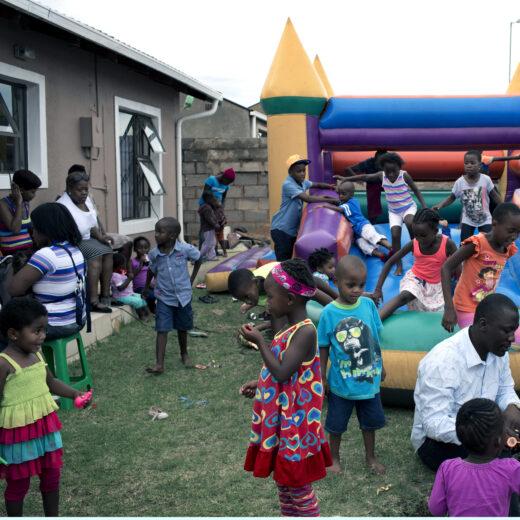 Waarom onze kijk op ontwikkelingshulp achterhaald is