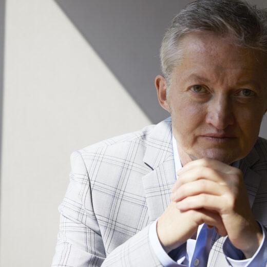 Maxim Februari: 'Vroeger las je de krant, nu word je door de krant gelezen'
