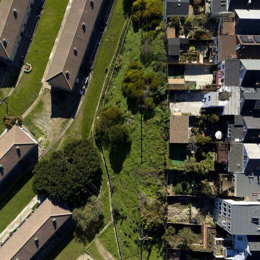 Fotodocument: Hoe racisme er vanaf honderd meter hoogte uitziet
