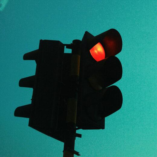 Waarom is er geen drukknopje voor automobilisten? Over de morele keuzes in verkeersregeling