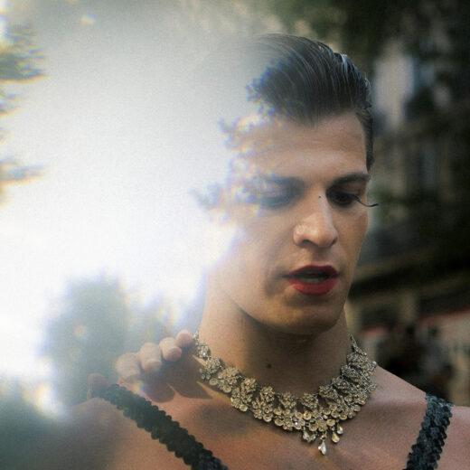 Hokjesdenken binnen de homogemeenschap: hoe mannelijke vrouwelijkheid zowel wordt afgestraft als aangemoedigd