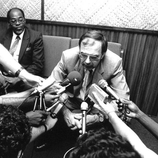 Oud-minister Jan Pronk: 'Er is een racistisch element in ontwikkelingssamenwerking geslopen'