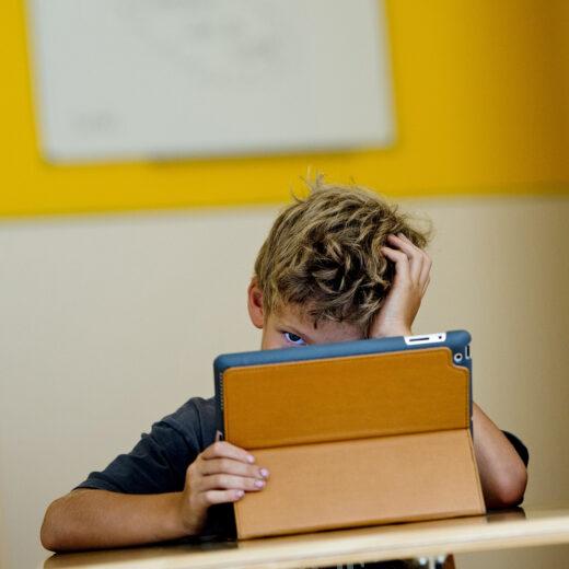 Voor digitaal onderwijs betalen we met de intiemste gegevens van onze kinderen