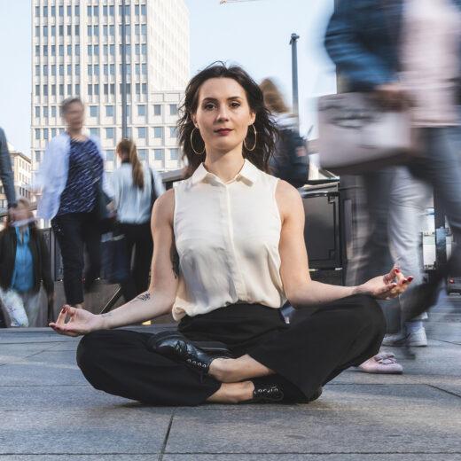 De opkomst van 'wellnessrechts': yogales als broeinest van complottheorieën