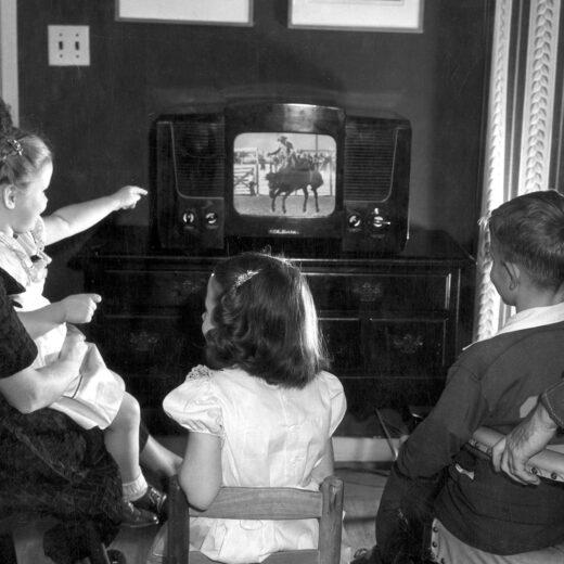 Zeventig jaar sinds de eerste televisie-uitzending: 'Dat arme ogenpaar van ons!'